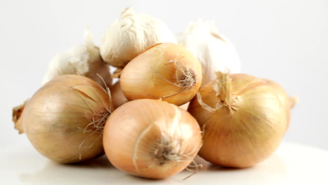 rotating onions and garlic - onion stock videos & royalty-free footage