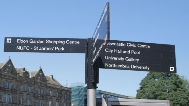 rotating tracking shot of street signs, newcastle-upon-tyne, tyne and wear, tyneside, england, europe - newcastle upon tyne video stock e b–roll