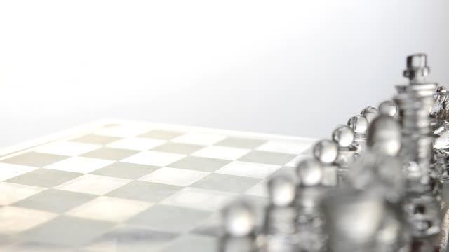vídeos de stock e filmes b-roll de rotation : transparent glass chess on the glass table - estratégia