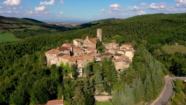 rotecastello village in umbria, italy - town video stock e b–roll