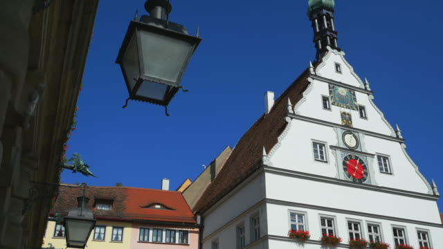 pan rothenburg market square and the ratstrinkstube - romantic road germany stock videos and b-roll footage