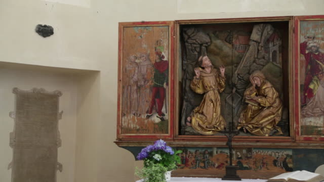 rothenburg ob der tauber, altar in the franciscan church (franziskanerkirche) - male likeness stock videos & royalty-free footage
