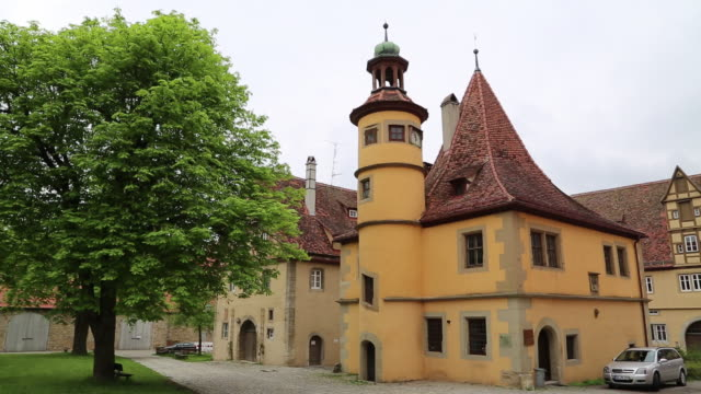 rothenburg ob der tauber, spital coutyard, view of the hegereiterhaus, 16th century by the architect leonhard weidmann - rothenburg stock videos and b-roll footage