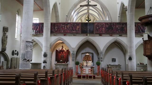 rothenburg ob der tauber, the chancel screen in  the franciscan church (franziskanerkirche) - altar stock videos & royalty-free footage