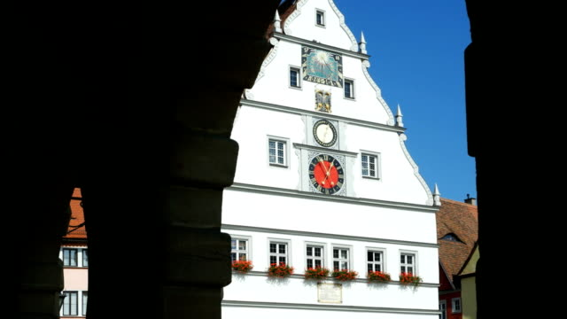 rothenburg ratstrinkstube tilt up (4k/uhd to hd) - romantic road germany stock videos and b-roll footage