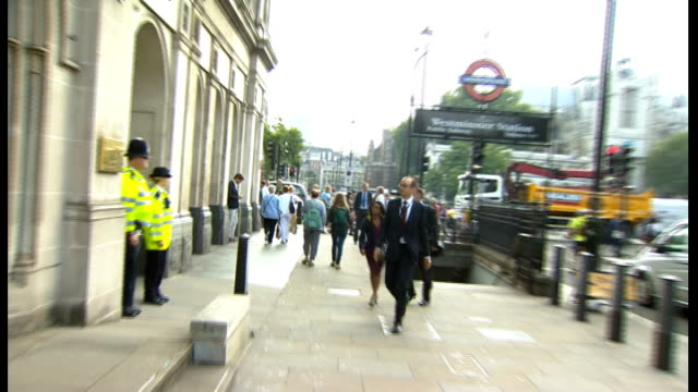 stockvideo's en b-roll-footage met shaun wright arrives for select committee hearing england london ext shaun wright arriving at home affairs select committee - kindermishandeling