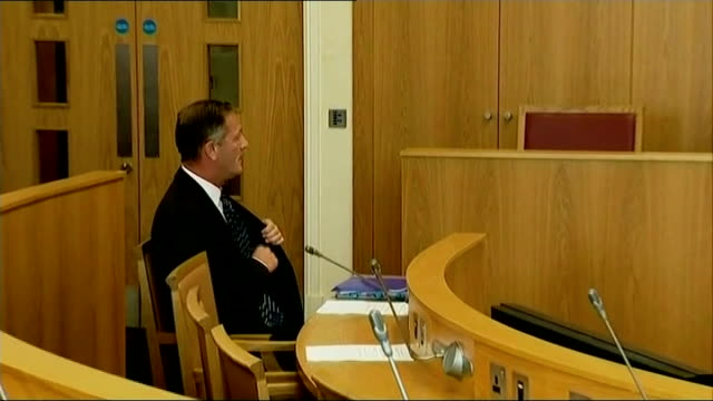 stockvideo's en b-roll-footage met south yorkshire police commissioner shaun wright resigns lib / t11091439 england south yorkshire rotherham town hall int various of south yorkshire... - kindermishandeling
