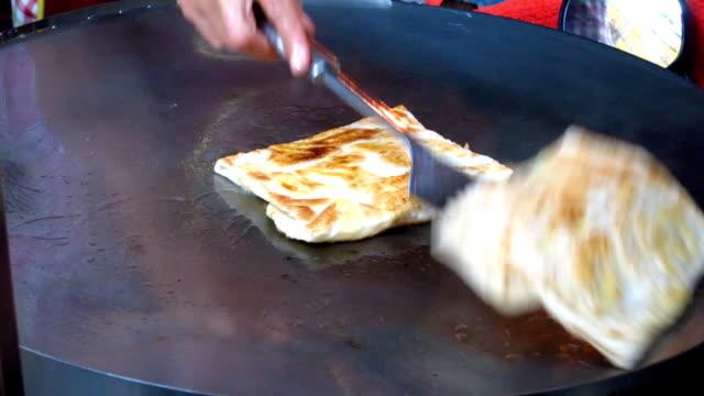 vídeos de stock, filmes e b-roll de roti de culinária - tropical