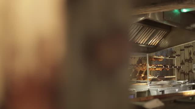 rotisserie chicken cooking over flames - ステンレス点の映像素材/bロール