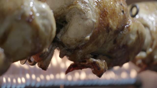 rotisserie chicken, khan el-khalili, cairo, egypt - pollo video stock e b–roll