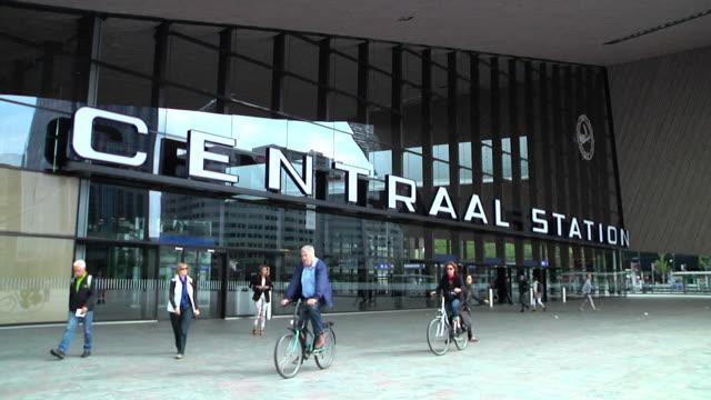 stockvideo's en b-roll-footage met rotterdam centraal railway station - kees van den burg