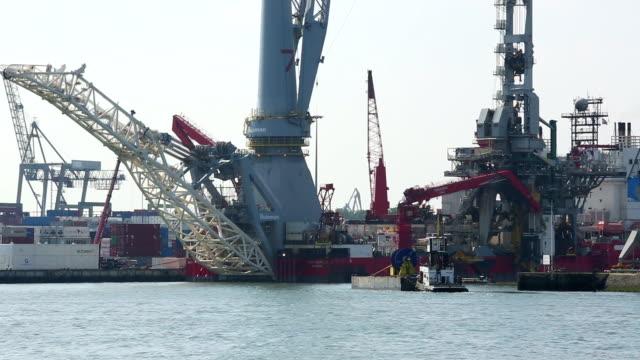rotterdam industrie - schiffsfracht stock-videos und b-roll-filmmaterial