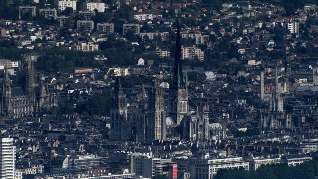 vidéos et rushes de rouen-vue aérienne – haute-normandie seine-maritime, arrondissement de rouen, france - cathédrale