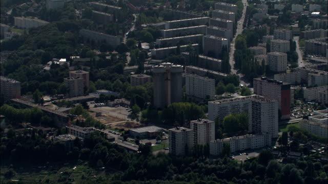 vidéos et rushes de rouen de logements sociaux-vue aérienne – haute-normandie seine-maritime, arrondissement de rouen, france - banlieue pavillonnaire
