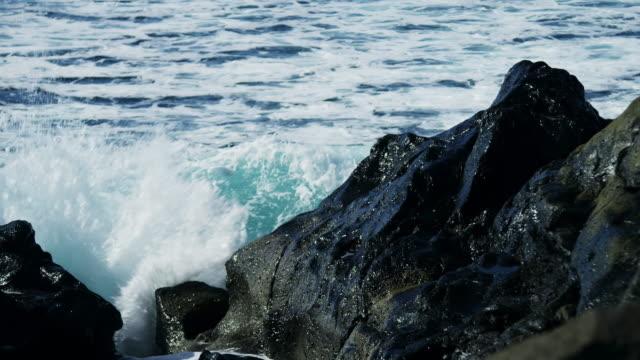 粗い海岸 - 起伏のある点の映像素材/bロール