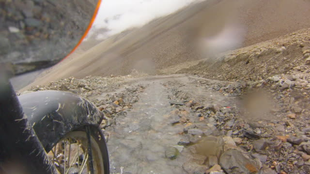 rough mountain road at altitude, himalayas, india - rubble stock-videos und b-roll-filmmaterial