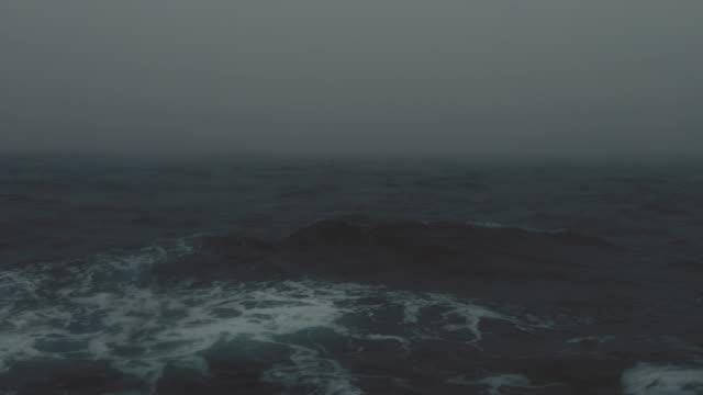 raue nordsee während der wintertage segeln - rough stock-videos und b-roll-filmmaterial