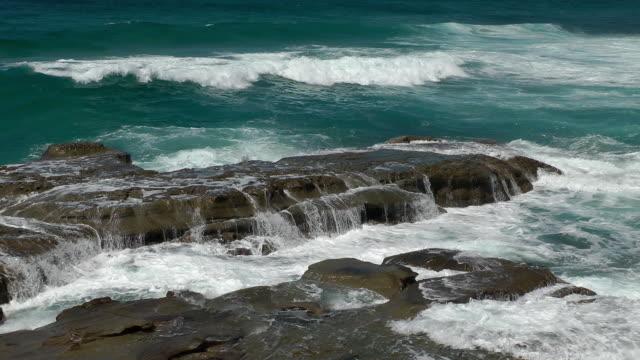 vídeos de stock e filmes b-roll de mares agitado - oceano pacífico do sul