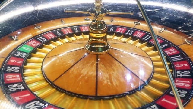 vidéos et rushes de machine de roulette tournant - casino