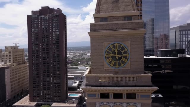 'round the clock in denver - turmuhr stock-videos und b-roll-filmmaterial
