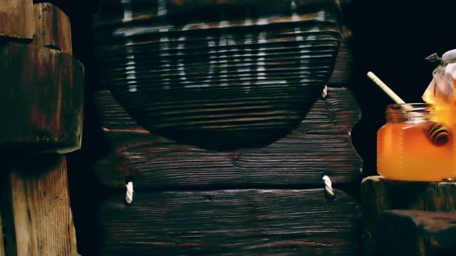 Rundes Holz Zeichen und Honig