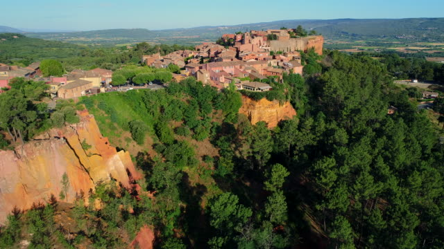 roussillon village, sentier des ocres, provence, france - luberon stock videos & royalty-free footage