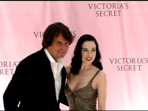 roustam tariko and dita von tesse at the 10th victoria's secret fashion show arrivals at the armory in new york new york on november 9 2005 - waffenlager stock-videos und b-roll-filmmaterial