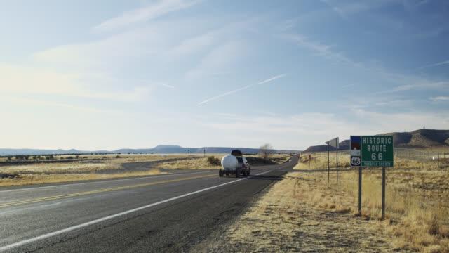 vídeos y material grabado en eventos de stock de route 66 road sign near seligman, arizona, united states - route 66