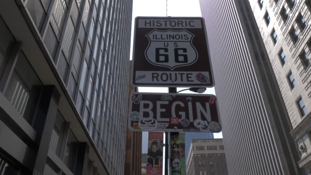 vidéos et rushes de route 66 sign on west adams street, chicago, illinois, united states of america, north america - route 66