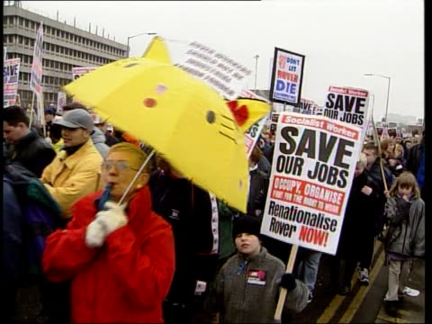 rover workers march over bmw itn birmingham rover workers supporters towards with banners as protesting against bmw's decision to sell rover mss... - on air englisches schild stock-videos und b-roll-filmmaterial