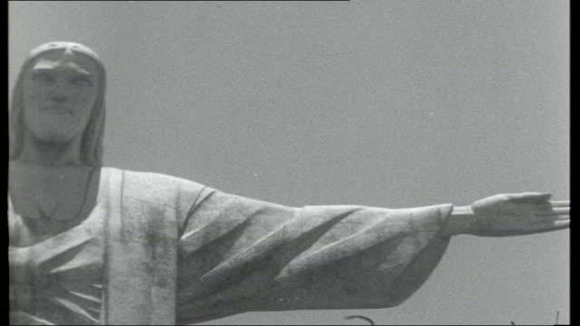 vidéos et rushes de day in rio; brazil: rio de janeiro: ext travelling shot towards corcovado mountain / various of statue of christ the redeemer / reporter to camera /... - corcovado