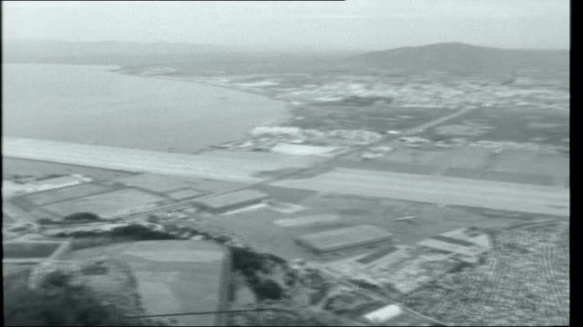 gibraltar 1962 royal air force shackleton aircraft landing at airbase view of airbase and runway that juts out into the bay sir charles keightley... - gibraltar bildbanksvideor och videomaterial från bakom kulisserna