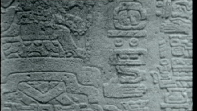 mexico of the plumed serpent mexico oaxaca mitla ext shots of aztec temple and ruins / close up of carvings on wall mexico oaxaca monte alban ext... - aztekisch stock-videos und b-roll-filmmaterial