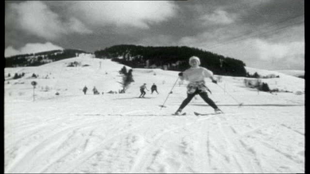 vídeos y material grabado en eventos de stock de postcard from the french alps; cable car along ** music over following sequence ** man skiing down gentle slope past trees on the left man along on... - paso largo