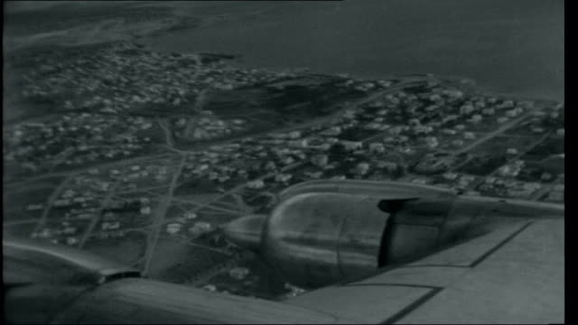 vidéos et rushes de round the world 1 greece athens view / aerial over athens city and airport night view through plane window of flares from engine int plane air... - athens greece