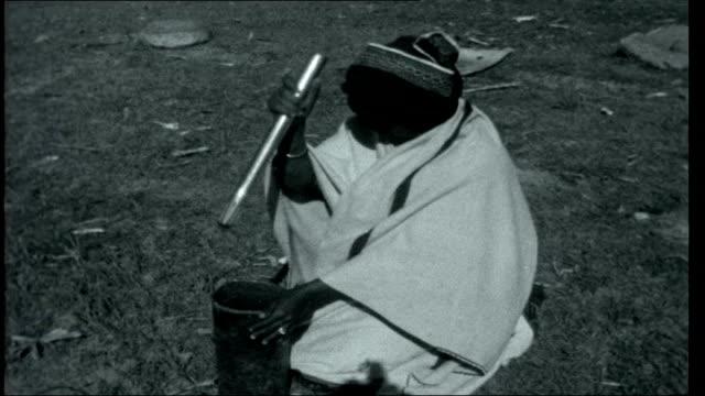 vidéos et rushes de transkei experiment in apartheid gv bantu village with people walking about bantu woman weaving rug baby being rocked on mother's back as she weaves... - apartheid