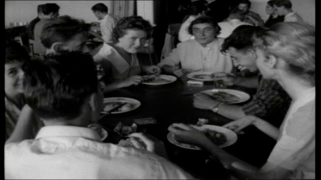 vídeos y material grabado en eventos de stock de young people of europe high windows inside hostel dining room / various of youth hostellers eating evening meal in busy dining room / quieter dining... - hostal