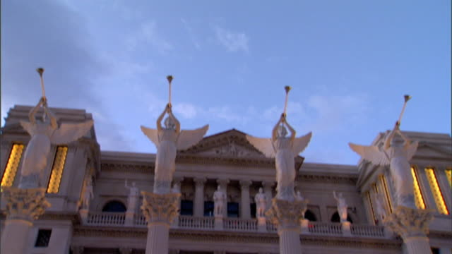 row of angel statues playing trumpets standing on top of columns outside forum shops td ws windows balconies w/ roman statues on short columns of... - sockel stock-videos und b-roll-filmmaterial