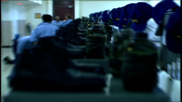 stockvideo's en b-roll-footage met row of boots and canteens in barracks - rekruut