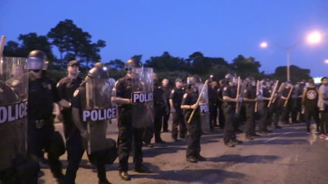 row of police in riot gear and clubs being shouted out by protesters angry about the police involved shootings in louisiana and minnesota, in... - human rights or social issues or immigration or employment and labor or protest or riot or lgbtqi rights or women's rights stock videos & royalty-free footage