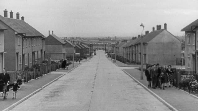 1951 WS Row of practical, repetitive housing / United Kingdom