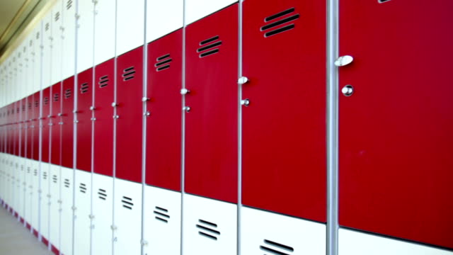 stockvideo's en b-roll-footage met row of red lockers - lockerkast
