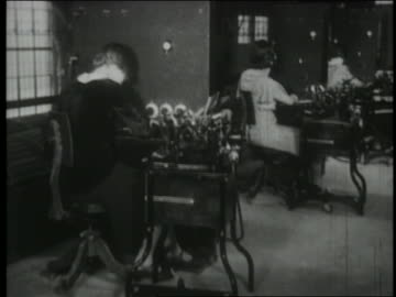 b/w 1930 row of secretaries using early telephone technology - 1930 bildbanksvideor och videomaterial från bakom kulisserna
