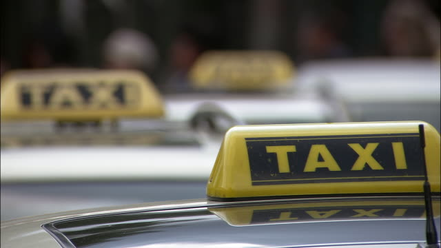r/f, cu row of taxi signs - taxi stock-videos und b-roll-filmmaterial