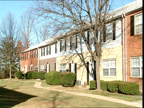 vidéos et rushes de ws,  row of townhouses,  baltimore,  maryland,  usa - maryland état