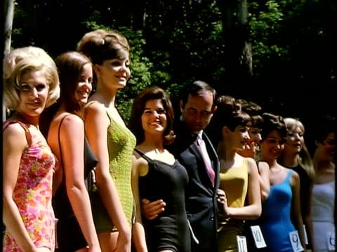 stockvideo's en b-roll-footage met row of women at outdoor beauty contest in golden gate park, san francisco, california, usa - spelkandidaat