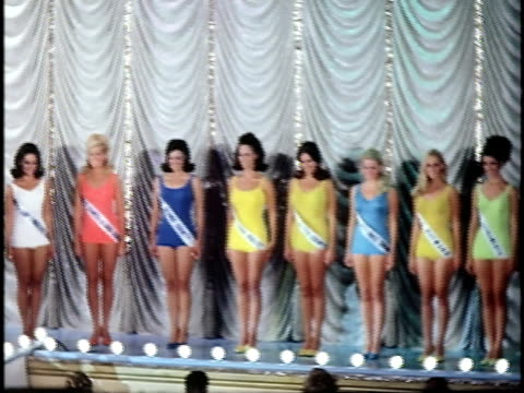 vidéos et rushes de row of women on stage at miss california beauty contest, san francisco, california, usa - concurrent