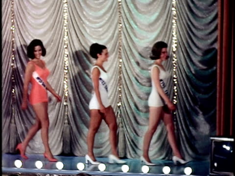 vídeos de stock, filmes e b-roll de row of women on stage at miss california beauty contest, san francisco, california, usa - feminidade