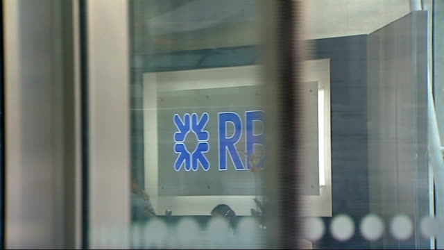 row over bonus for rbs bank chief stephen hester date rbs sign in foyer general view of rbs headquarters building - ロイヤル・バンク・オブ・スコットランド点の映像素材/bロール