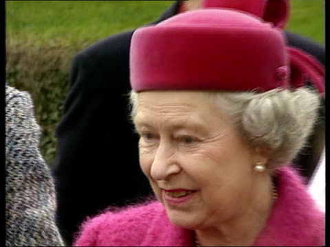 row over comments made by countess of wessex to undercover reporter; lib norfolk: sandringham: ext queen elizabeth ii on walkabout in pink coat and... - フラワーアレンジメント点の映像素材/bロール